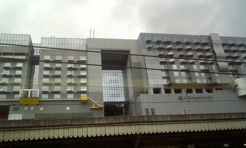 奈良線の車窓から見た京都駅ビル