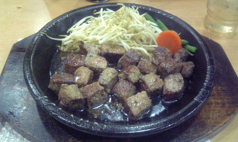 今日も晩御飯は肉でした